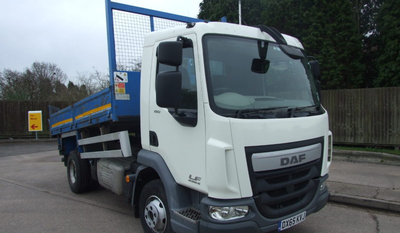 front right side view of a reg 65 daf truck